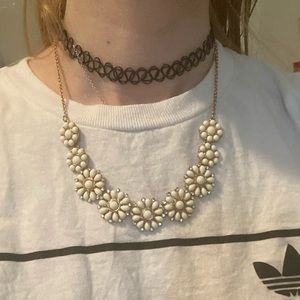 ✴️ White Flower Necklace